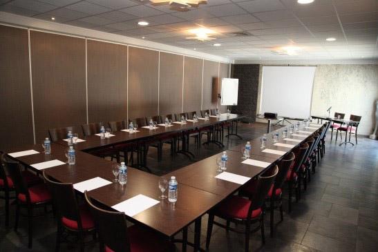 Location salle de r union besan on for Equipement salle restaurant